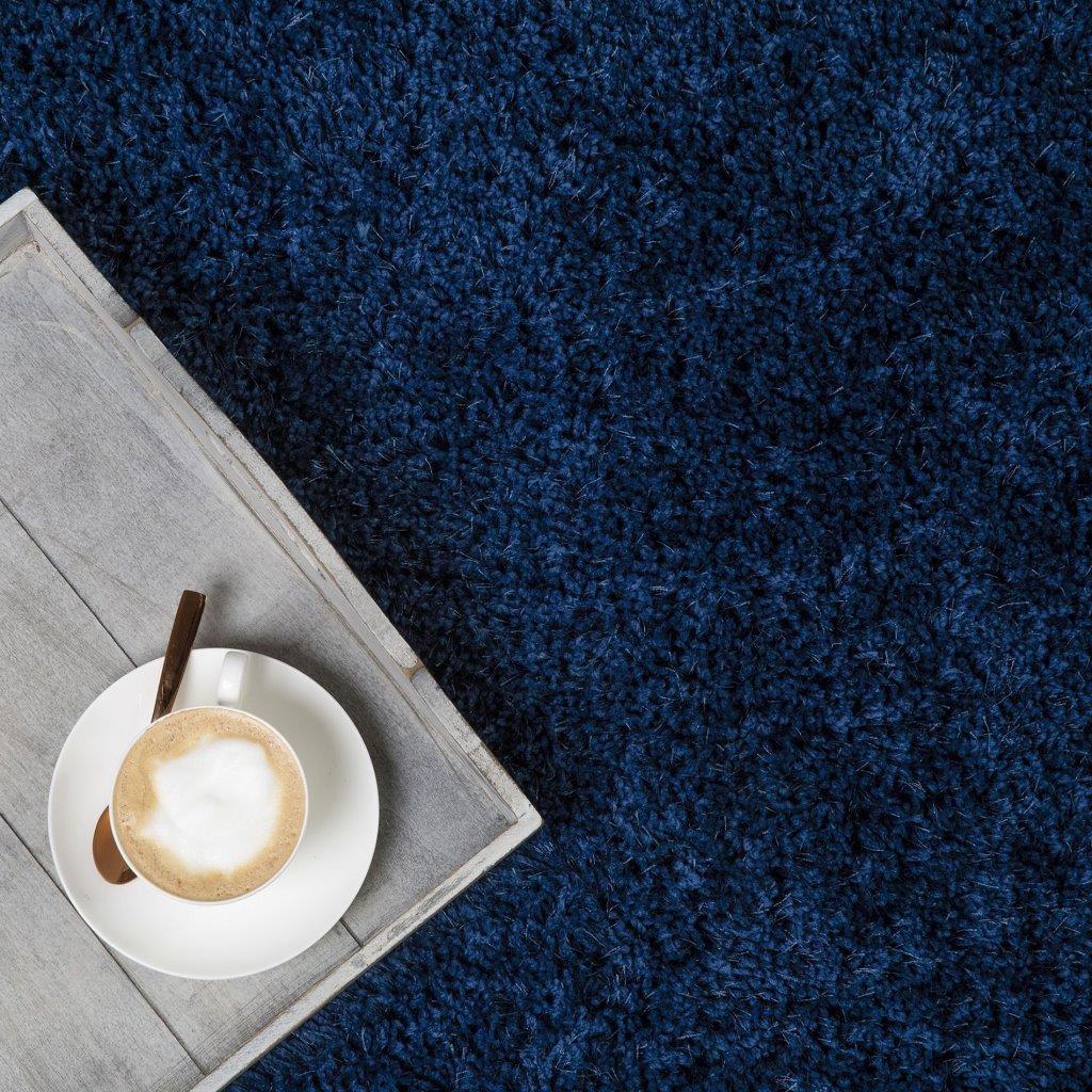 Czy dywan Shaggy w małej kawalerce to dobry wybór?